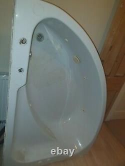 1000mm X 1500mm offset corner bath. Six jet jacuzzi spa system. Needs panel