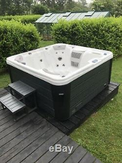 Brand New The 4500 Hot Tub Balboa Jacuzzi Outdoor Spa Rrp £4799 4-5 Seats