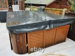 Canadian Spa Co Jacuzzi Hot Tub