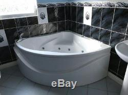 Corner Bath in White with jacuzzi