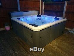 Hot Tub. Canadian Spa Toronto 5 seats+lounger jacuzzi / spa