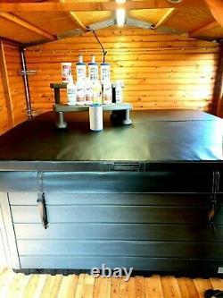 Hot Tub Jacuzzi Aqua Spa White and Black. 5 seats