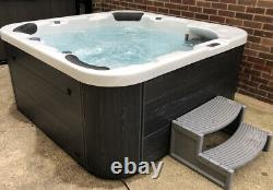 Hot tub spa jacuzzi we can deliver! 6month old