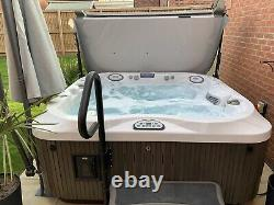 Stunning Jacuzzi J335 Hot Tub Spa 4-5 Seat with Sound System, Steps, Cover